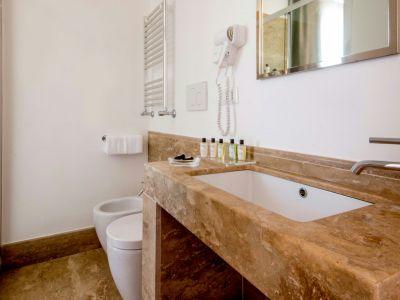 Nazionale 51 Rome Bathroom 2